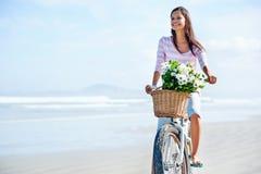 自行车花妇女 图库摄影