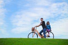 自行车蓝天 库存照片