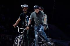 自行车试用山的车手 库存照片