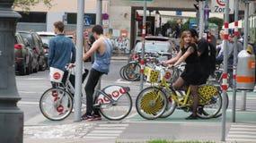 自行车车手在维也纳 免版税库存图片