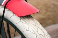 自行车车轮和防御者 免版税库存图片