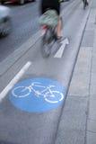 自行车车道的,维也纳骑自行车者 库存图片