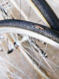 自行车轮胎维护和修理 免版税库存图片