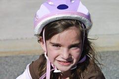 自行车逗人喜爱女孩盔甲佩带 免版税库存图片