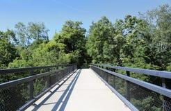 自行车道和行人道桥梁 库存图片