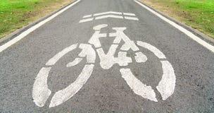 自行车道在公园 免版税图库摄影