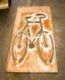 自行车道油漆钢板蜡纸 免版税库存照片