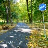 自行车道路和小径有警报信号的 库存照片
