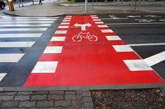 自行车道路和行人交叉路 免版税库存图片