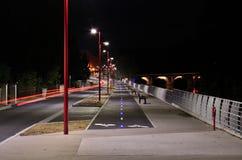 自行车道路在夜 库存图片