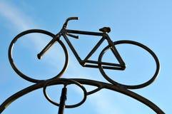 自行车金属雕塑 免版税库存图片