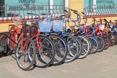 自行车销售在街道上的 免版税库存照片