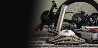 自行车零件和工具为自行车修理 库存照片