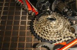 自行车零件和工具为自行车维护 免版税库存图片