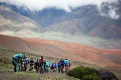 自行车马拉松山春天 免版税库存照片