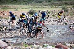 自行车马拉松山春天 免版税库存图片