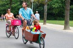 自行车骑士在阿姆斯特丹 免版税图库摄影