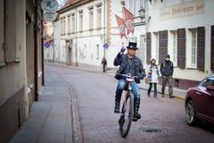 自行车骑士在维尔纽斯 库存照片
