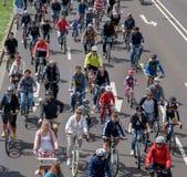 自行车骑士开始在马格德堡,德国上午17游行 06 2017年 库存图片