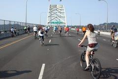 自行车骑士接替波特兰 免版税库存图片