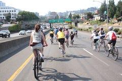自行车骑士接替波特兰 免版税图库摄影