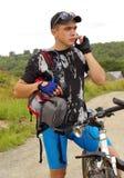 自行车骑士电话 免版税库存照片