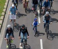 自行车骑士`游行在马格德堡,德国上午17 06 2017年 天行动 许多人乘驾自行车在市中心 免版税库存照片