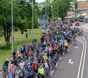 自行车骑士`游行在马格德堡,德国上午17 06 2017年 等待开始 库存照片