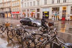 自行车骑马在哥本哈根 免版税库存照片