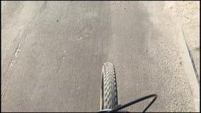 自行车骑马在春天天气 股票录像