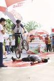 自行车骑马展示 库存照片