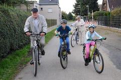 自行车骑马 免版税图库摄影