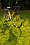 自行车黄色 免版税库存图片