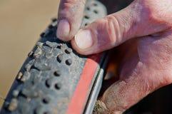 自行车,轮子,修理刺,被撕毁,轮胎,凸轮,被降下,卷起 免版税库存照片