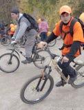自行车临界质量乘驾 库存图片