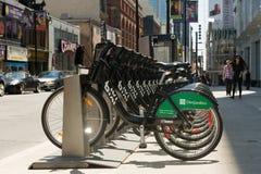 自行车bixi出租立场 库存照片