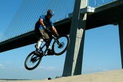 自行车bmx骑自行车者 免版税库存图片