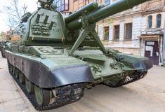 自走152 mm短程高射炮Msta-S北约名字- M1990农场p 免版税库存照片