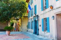 自治市的前院在Grimaud,法国 库存图片