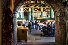 自治市镇配件箱伦敦市场蔬菜 库存图片