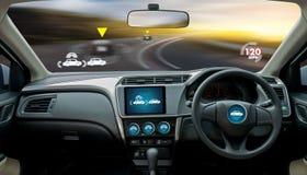 自治驾驶的汽车和数字式车速表技术图象 免版税库存照片