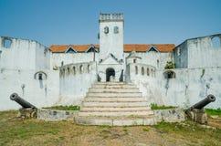 臭名昭著的中世纪防御结构堡垒俯视Elmina城堡,英属黄金海岸, Elmina,加纳的Coenraadsburg 库存照片