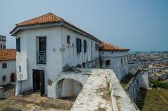 臭名昭著的中世纪防御结构堡垒俯视Elmina城堡,英属黄金海岸, Elmina,加纳的Coenraadsburg 图库摄影