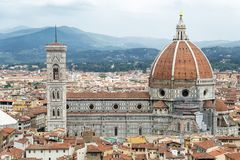 臭名昭著的中央寺院和钟楼在佛罗伦萨,意大利 库存图片