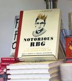 臭名远扬的RBG在书店 库存照片