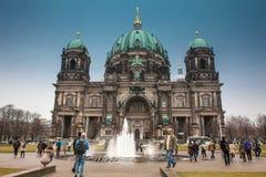 至尊教区和牧师会主持的教堂或者也叫冬日的一个冷的结尾的柏林主教座堂 库存照片