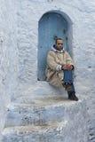 舍夫沙万,摩洛哥- 2017年2月, 19 :未认出的人在舍夫沙万蓝色麦地那  库存照片