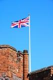 舒兹伯利城堡塔和英国国旗 免版税图库摄影