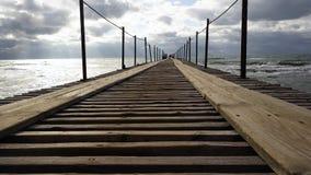 舒展入海的木码头 股票录像