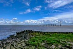 舒展在河的Severn桥梁的浩瀚 库存图片